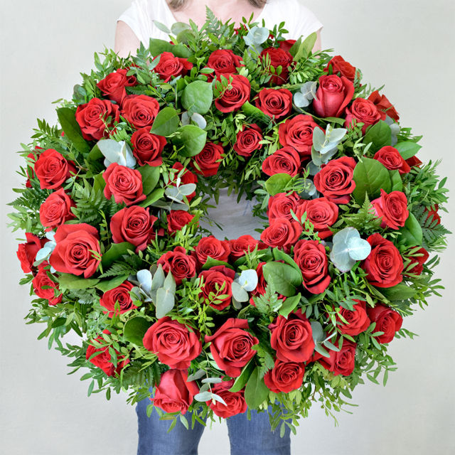 Smuteční věnec z růží Brno